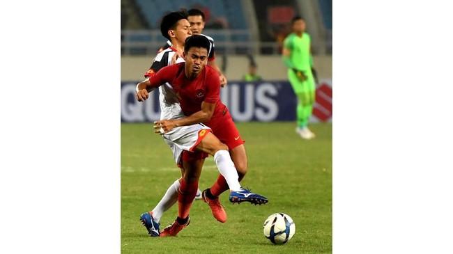 Bek Timnas Indonesia U-23 Nurhidayat Haji Haris. Penyerang Dimas Drajad kemudian menggantikan posisi Riyandi sebagai kiper dan menjadi pahlawan kemenangan Indonesia atas Brunei Darussalam. (ANTARA FOTO/R. Rekotomo)