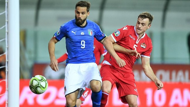 Gol keenam timnas Italia dicetak Leonardo Pavoletti pada menit ke-79. Ini adalah penampilan sekaligus gol debut penyerang Cagliari itu bersama timnas Italia. REUTERS/Jennifer Lorenzini