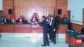 Kronologi Hercules Mengamuk Pukul Wartawan di Pengadilan