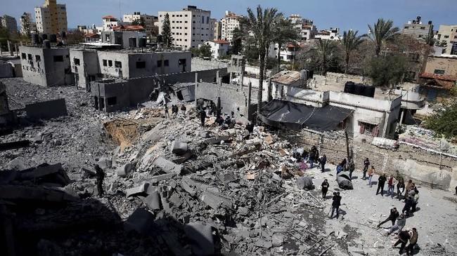 Israel beralasan hanya membalas serangan roket dari Jalur Gaza. (REUTERS/Mohammed Salem)