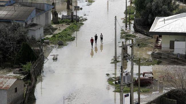 Banjir Masuk Kota Minyak, Iran Desak Evakuasi 60 Ribu Warga