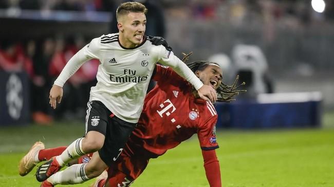 Calciomercato melaporkan Juventus dan Arsenal tengah bersaing untuk mendapatkan tanda tangan bek kiri Benfica, Alejandro