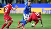 Marco Verratti mencetak gol kedua timnas Italia pada menit ke-32 lewat aksi individu yang menawan. (REUTERS/Jennifer Lorenzini)