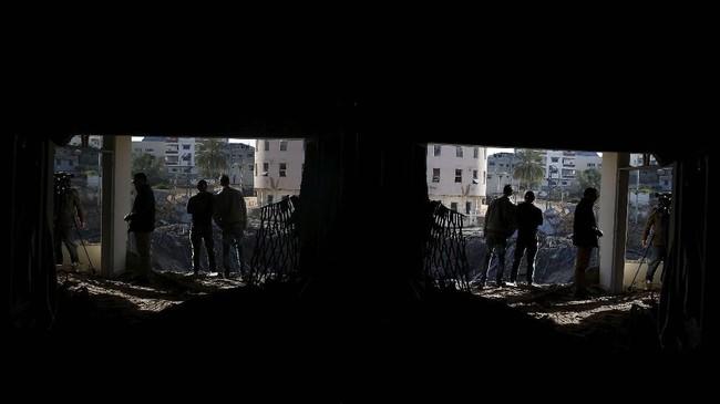Seorang sumber keamanan di Gaza mengatakan serangan udara menghantam pangkalan militer Hamas di Khan Yunis. (REUTERS/Mohammed Salem)
