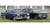 Cadillac DeVille dan DeSoto Fireflite merupakan saksi bisu betapa populernya mobil-mobil asal Amerika Serikat di 1950an. (REUTERS/Mohamed Abd El Ghany)
