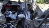 Yang terdampak dari serangan udara Israel adalah warga sipil. Bangunan mereka rata dengan tanah. (REUTERS/Mohammed Salem)
