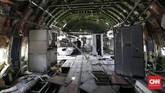 Seluruh kursi dan perangkat yang ada di dalam pesawat dikosongkan dan akan diubah menjadi ruang makan restoran. (CNN Indonesia/Safir Makki)
