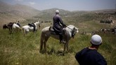 Dataran Tinggi Golan adalah wilayah strategis yang memisahkan Israel dan Suriah. Di sana menjadi salah satu pusat pertanian dan kawasan latihan militer Israel. (AP Photo/Oded Balilty, File)