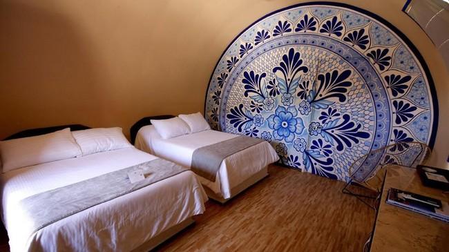 Meskipun berbentuk drum, namun bagian dalamnya tak jauh berbeda dengan hotel pada umumnya. Fasilitasnya pun cukup mewah.