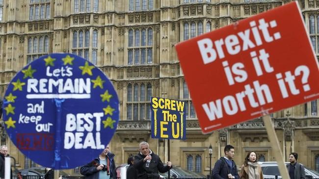 Theresa May menyatakan siap mundur asal parlemen Inggris menyepakati poin-poin perjanjian yang dia tawarkan dalam negosiasi Brexit. (REUTERS/Henry Nicholls)