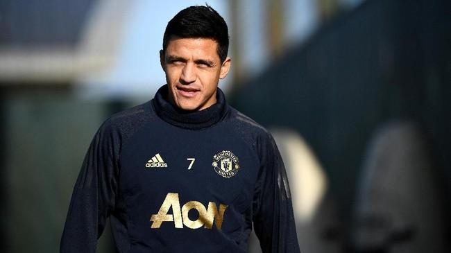 Meski berstatus pemain dengan gaji tertinggi dan jarang bermain karena sering cedera, Manchester United diklaim London Evening Standard tidak akan melepas Alexis Sanchez musim depan. (FRANCK FIFE / AFP)