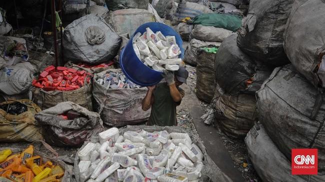 Setiap tahun, delapan juta ton sampah plastik dibuang ke lautan dunia dan berpotensi masuk dalam rantai pasokan makanan manusia. (CNNIndonesia/Adhi Wicaksono)