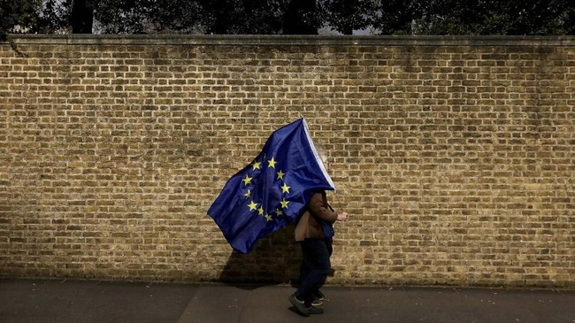 Uni Eropa sudah menyatakan membolehkan Brexit diundur, tetapi Inggris harus siap dengan konsekuensinya. (REUTERS/Kevin Coombs)