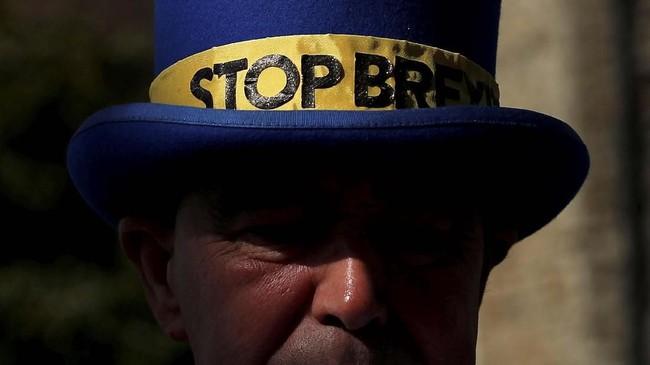 Jika proposal yang diajukan May disepakati parlemen Inggris, maka Brexit akan berlangsung 22 Mei, tapi jika tidak, maka May akan menghadap Uni Eropa sebelum 12 April untuk menjelaskan langkah-langkah Inggris selanjutnya. (REUTERS/Alkis Konstantinidis)