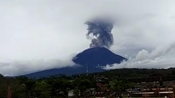 Status Erupsi Gunung Agung Level 3, BNPB: Jangan Panik!