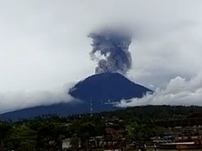 Habis Gunung Sinabung, Giliran Gunung Agung Erupsi Siang Ini