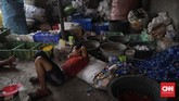 Industri daur ulang di Indonesia menyatakan kesiapannya menampung sampah botol plastik. Sampah tersebut dinilai masih memiliki nilai ekonomi yang sangat tinggi, karena dapat didaur ulang menjadi produk lain. (CNNIndonesia/Adhi Wicaksono)