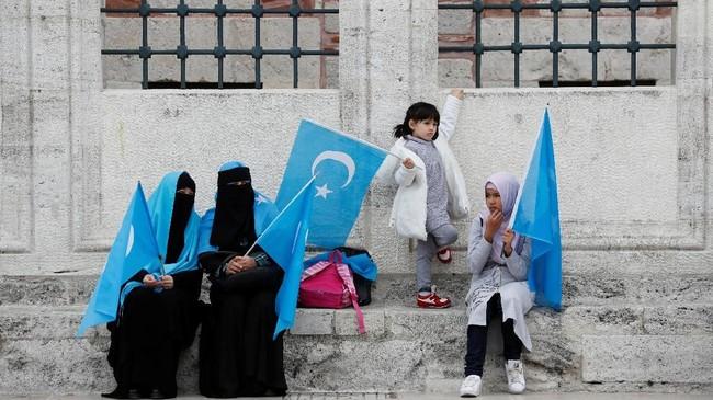 Sejumlah etnis Uighur di Turki juga memutuskan berperang di Suriah melawan rezim Presiden Bashar al-Assad. Salah satunya karena hubungan erat China dan Suriah. (REUTERS/Murad Sezer)