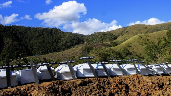 Lokasi pemakaman massal adalah Tempat Pemakaman Umum Kampung Harapan, Sentani, Jayapura, Papua.(ANTARA FOTO/Gusti Tanati/wpa/hp)