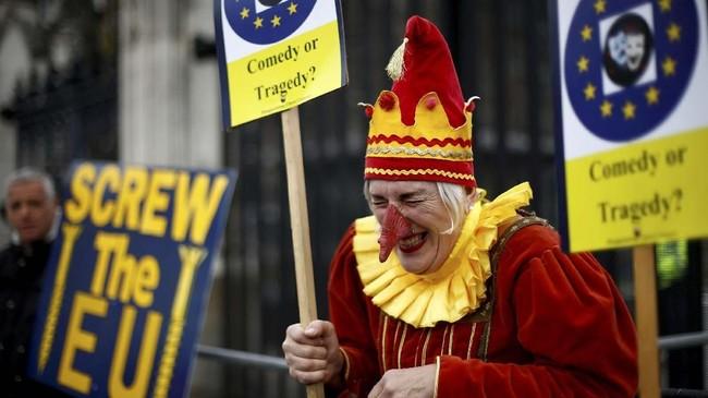 Padahal, batas penentuan Brexit tinggal tiga hari lagi. (REUTERS/Henry Nicholls)