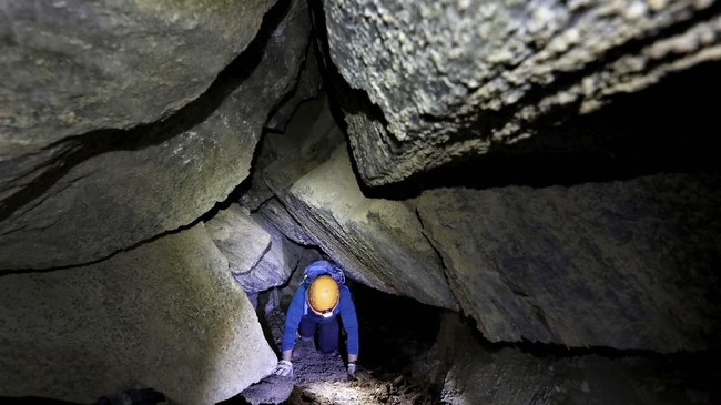 Malham adalah gua garam yang menghadap langsung ke Laut Mati, dengan panjang sekitar 10 kilometer. (REUTERS/Nir Elias)