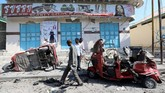 Sejumlah saksi mata menganggap ledakan bom itu bak bencana besar di Mogadishu. (Reuters/Feisal Omar)