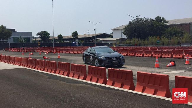 Toyota 'Sulap' Lahan Parkir Jadi Tempat Tes Mobil