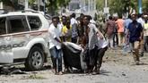 Setidaknya 15 orang tewas akibat serangan bom di sebuah restoran dekat ibu kota Somalia, Mogadishu, pada Kamis (28/3). (Reuters/Feisal Omar)
