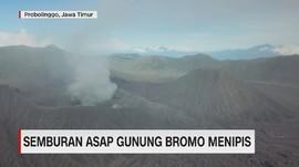 VIDEO: Semburan Asap Bercampur Abu Gunung Bromo Mulai Menipis