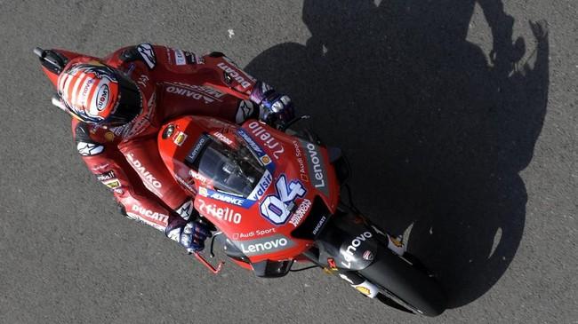 Pebalap Ducati Andrea Dovizioso berhasil menjadi yang tercepat pada latihan bebas kedua setelah hanya mampu menempati posisi ketujuh pada latihan bebas pertama. (JUAN MABROMATA / AFP)