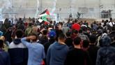 Tercatat empat pemuda Palestina tewas ditembak tentara Israel dalam unjuk rasa itu. (REUTERS/Mohammed Salem)