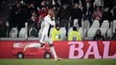 Manajer Manchester United Ole Gunnar Solskjaer dikabarkan Tuttosport ingin merekrut winger Juventus Douglas Costa dan mendapat persaingan dari Manchester City dan Paris Saint-Germain. (Marco BERTORELLO / AFP)