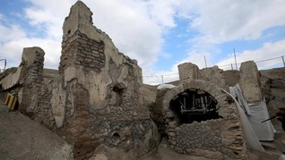 FOTO: Upaya Restorasi Keindahan Yunani di Gunung Pompeii