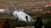 Sedangkan 59 warga Palestina lainnya cedera. Tercatat 13 di antaranya luka terkena tembakan langsung pasukan Israel. (REUTERS/Mohamad Torokman)