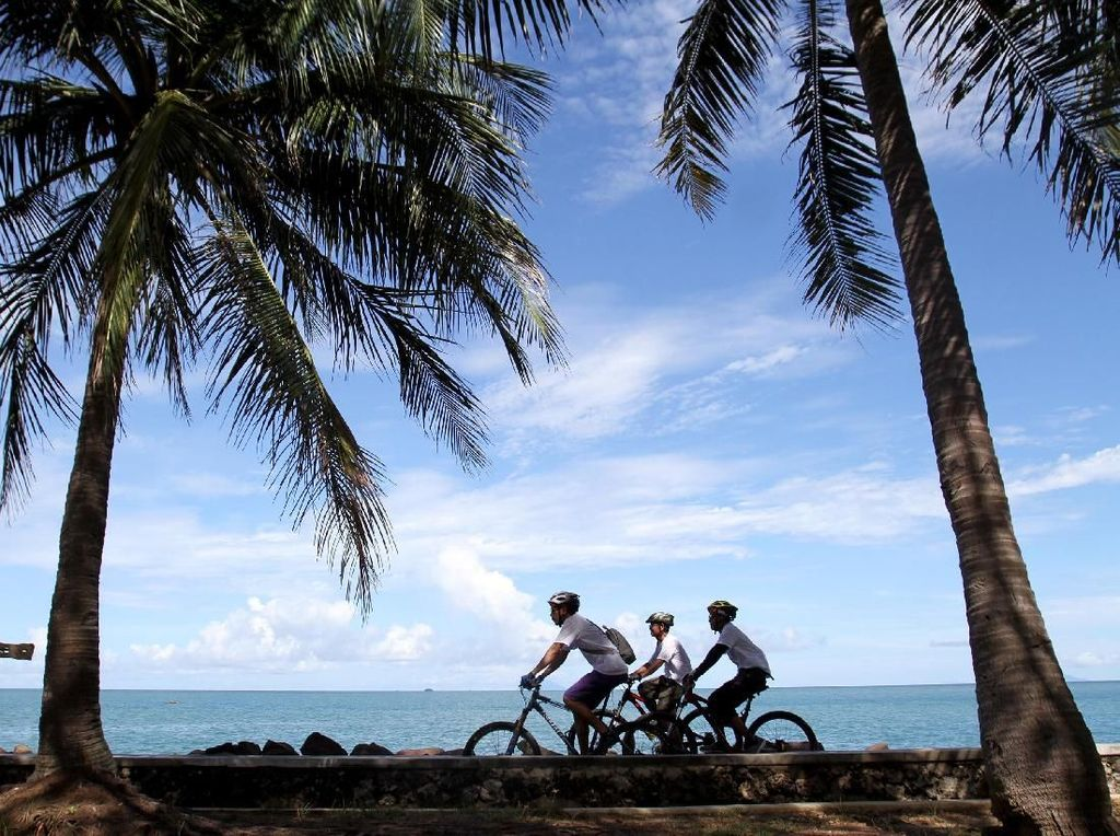 Yups, Anyer Urban Festival 2019 diselenggarakan di Vila Marina, Banten. Salah satu acaranya adalah Fun bike mengelilingi daerah-daerah pesisir pantai yang terdekat dengan lokasi tersebut. Foto: dok. Anyer Urban Festival