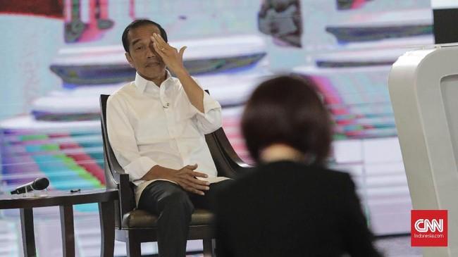 Capres nomor urut 01 Joko Widodo menilai pemerintah telah optimal dalam penguatan anggaran pertahanan, saat debat capres putaran keempat di Hotel Shangri La, Jakarta, Sabtu, 30 Maret 2019. CNNIndonesia/Adhi Wicaksono.