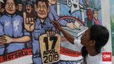 Peserta menyelesaikan mural bertema pemilu tahun 2019 di Kawasan Dukuh Atas, Jakarta, Minggu, 31 Maret 2019. Kompetisi mural yang diselenggarakan KPU Provinsi DKI Jakarta tersebut untuk mensosialisasikan serta mengajak masyarakat untuk menggunakan hak pilihnya pada Pemilu 2019. CNN Indonesia/Andry Novelino