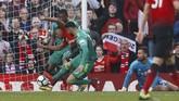 Antony Martial mencetak gol pada menit ke-78 sekaligus mengubah kedudukan menjadi 2-0 untuk Man United setelah berjibaku di depan gawang Watford. (Action Images via Reuters/Jason Cairnduff)