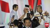 Pendukung Capres nomor urut 02 Prabowo Subianto mengikuti debat capres putaran keempat di Hotel Shangri La, Jakarta, Sabtu, 30 Maret 2019. CNNIndonesia/Adhi Wicaksono.