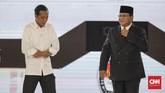 Capres nomor urut 01 Joko Widodo dan capres nomor urut 02 Prabowo Subianto usai mengikuti debat capres putaran keempat di Hotel Shangri La, Jakarta, Sabtu, 30 Maret 2019. CNNIndonesia/Adhi Wicaksono.