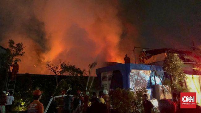 Kebakaran Landa Permukiman Dekat Pasar Mampang