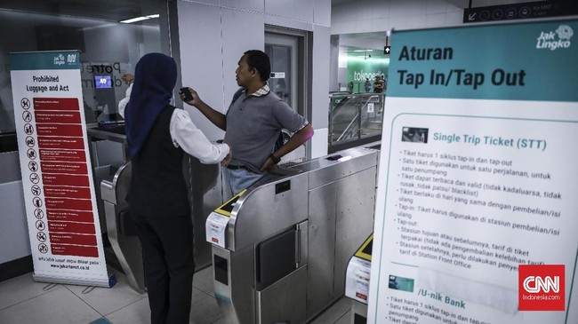 Melihat antusiasme masyarakat DKI Jakarta selama masa percobaan, PT Mass Rapid Transit (MRT) Jakarta melihat masa depan menjanjikan. (CNN Indonesia/Hesti Rika)