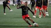 Di tengah ketertarikan Manchester United dan Tottenham Hotspur akan Youri Tielemans, Sun menyebutkan Leicester City siap mempermanenkan pemain asal Belgia itu dari Monaco. (REUTERS/Yiannis Kourtoglou)