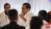 Capres nomor urut 01 Joko Widodo mengeluarkan ekspresi uniknya pada debat capres putaran keempat di Hotel Shangri La, Jakarta, Sabtu, 30 Maret 2019. CNNIndonesia/Adhi Wicaksono.