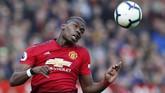 Rumor kepindahan Paul Pogba dari Manchester United kali ini kembali diembuskan Marca dan Manchester Evening News yang menyebut agen Mino Raiola sudah menghubungi pihak Real Madrid melalui telepon. (REUTERS/Andrew Yates)