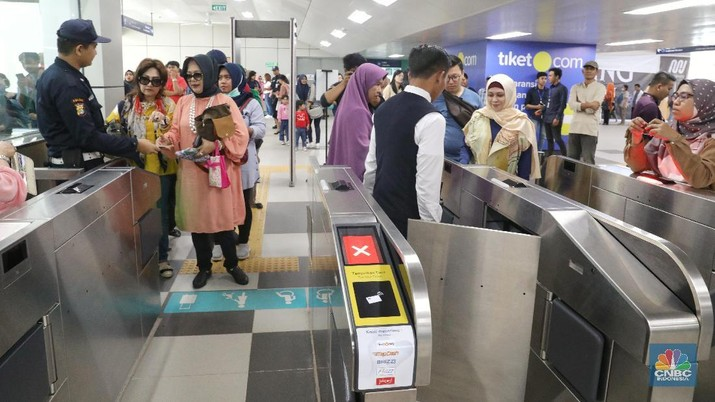 Tarif Normal Berlaku, MRT Jakarta Dibanjiri Penumpang