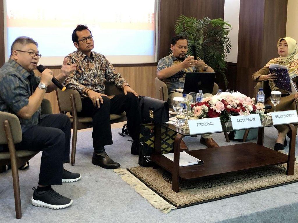 Pergub PPRSM ini juga sedang diajukan gugatan uji materi ke Mahkamah Agung oleh Persatuan Perhimpunan Penghuni Rumah Susun Indonesia (P3RSI). Setidaknya bisa meminimalisir permasalahan pengelolaan rumah susun milik yang sering terjadi antara pihak pengembang dengan penghuni. Beberapa kontroversi diterbitkannya Pergub PPRSM ini diantaranya ketentuan Pasal 28 ayat (7) yang mengatur penggunaan sistem hak suara dalam pemilihan pengurus dan pengawas Perhimpunan Pemilik dan Penghuni Satuan Rumah Susun (PPPSRS) adalah dengan sistem one name one vote dan tidak lagi berdasarkan Nilai Perbandingan Proporsional (NPP). Foto: dok. REI