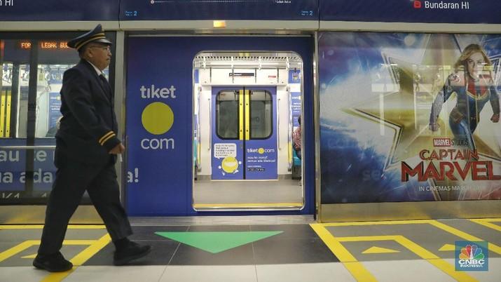 Penumpang MRT Jakarta (CNBC Indonesia/Andrean Kristianto)