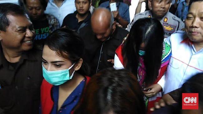 Vanessa Angel Beri Kesaksian di PN Surabaya, Rian Belum Hadir