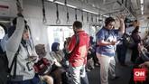 PT MRT Jakarta juga telah menetapkan tarif deposit Kartu Jelajah MRT Jakarta Single Trip sebesar Rp15.000 di luar tarif perjalanan. (CNNIndonesia/Safir Makki).